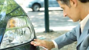 merawat lampu mobil