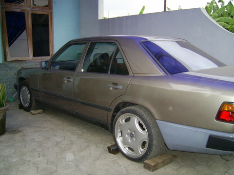 Mobil Online » Blog Archive » Mercedes Benz 300E th 1988 jual murah
