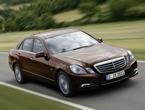 Mercedes Benz E300, mobil yang baru saja diluncurkan produsen mobil asal Jerman.