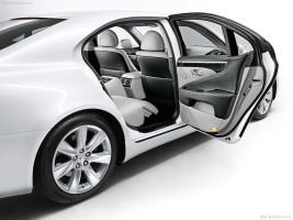 Lexus LS 600h inside